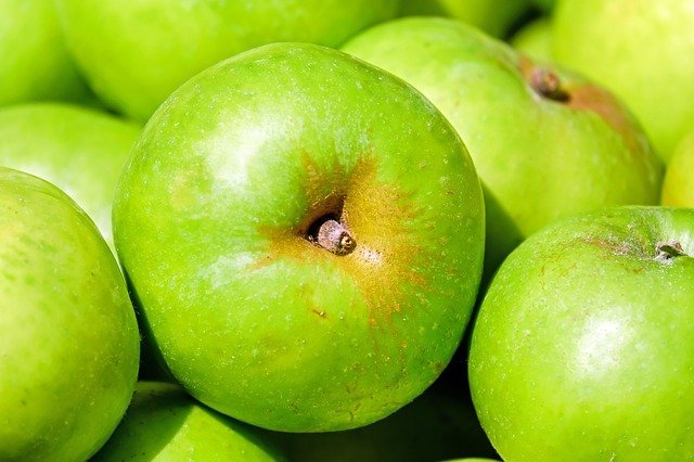Can Dogs Eat Green Apples? With Or Without the Skin and Core?